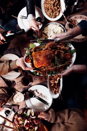 Pleine conscience durant le repas  avec dinde et vin