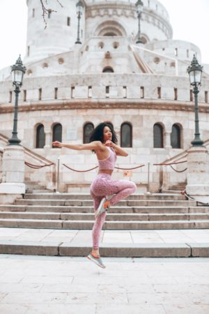 motivation fitness femme qui saute fisherman's bastion budapest