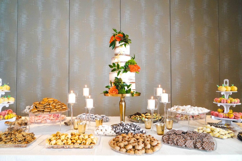 Pulsions alimentaires : Table remplie de dessert